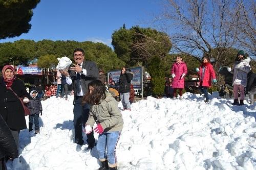 Başkan İnal, çocukların ayağına kar getirdi 12