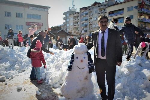 Başkan İnal, çocukların ayağına kar getirdi 15