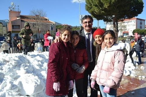 Başkan İnal, çocukların ayağına kar getirdi 3