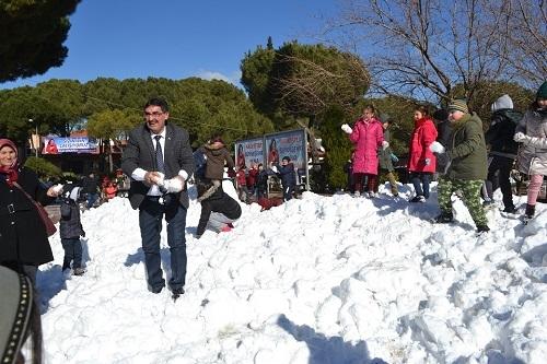 Başkan İnal, çocukların ayağına kar getirdi 4