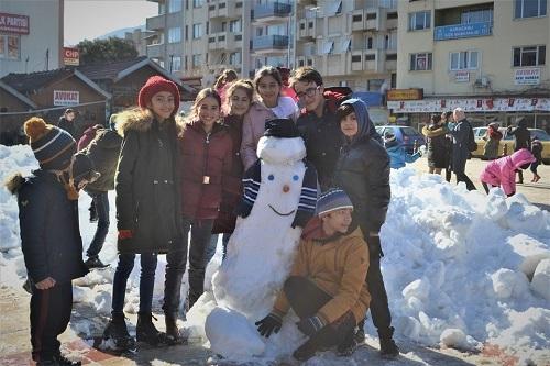 Başkan İnal, çocukların ayağına kar getirdi 7