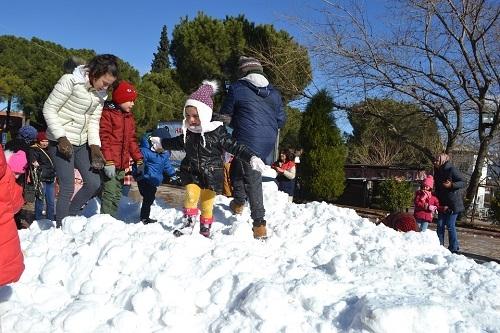Başkan İnal, çocukların ayağına kar getirdi 8