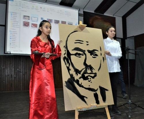 3 dakikada Mehmet Akif Ersoy'un portresini çizdi 2