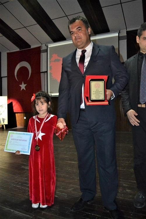 3 dakikada Mehmet Akif Ersoy'un portresini çizdi 6