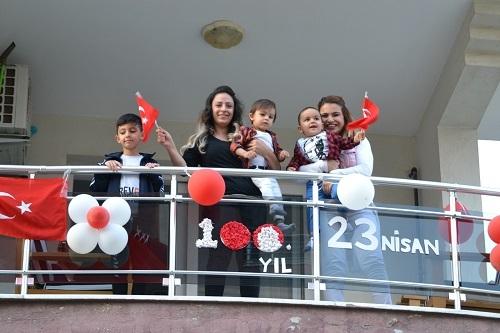 Bayramı balkonlarda coşkuyla kutladılar 1