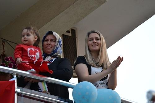 Bayramı balkonlarda coşkuyla kutladılar 4