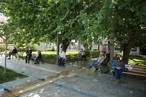 Aydın'ın sokakları yaşlılara kaldı 1