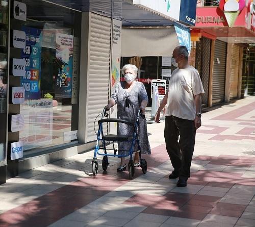 Aydın'ın sokakları yaşlılara kaldı 15