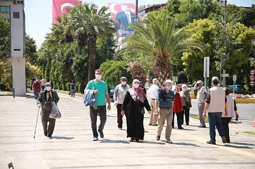Aydın'ın sokakları yaşlılara kaldı 3