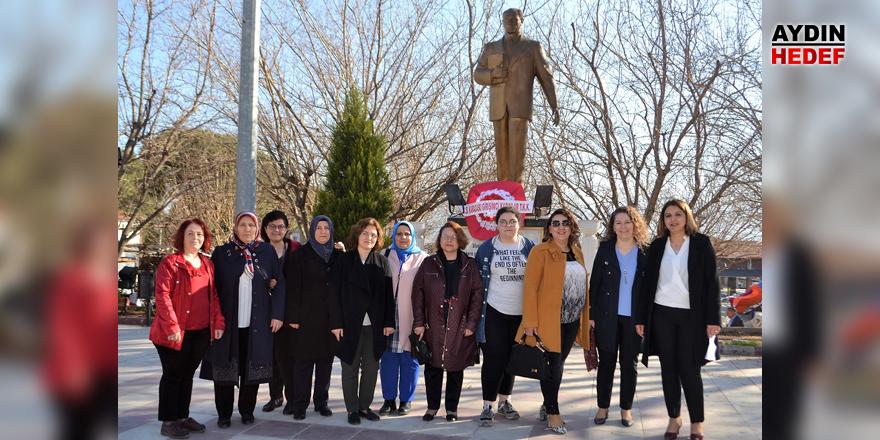 Girişimci kadınlar günlerini, Ata'nın huzurunda kutladı