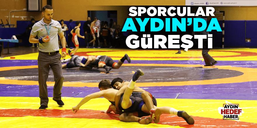 Sporcular Aydın'da güreşti