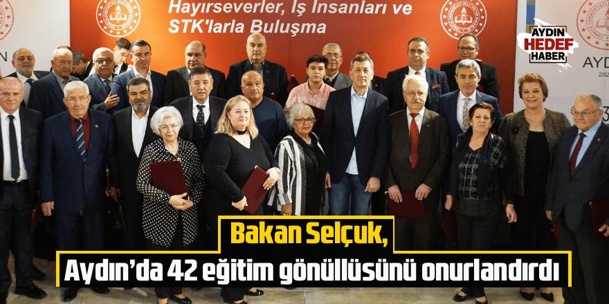 Bakan Selçuk, Aydın'da 42 eğitim gönüllüsünü onurlandırdı