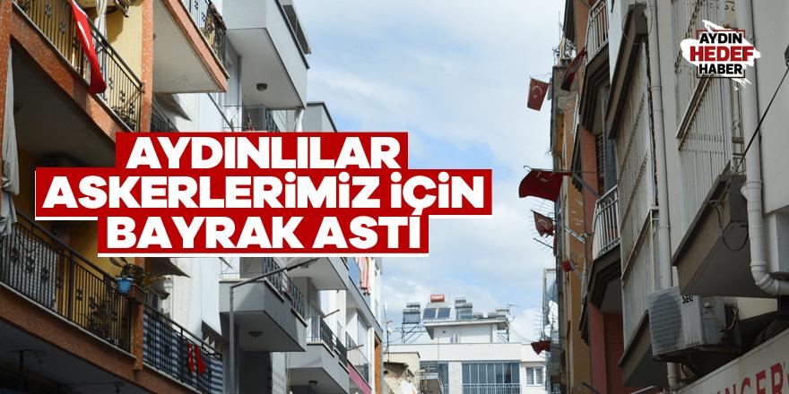Aydın'da vatandaşlar askerlerimiz için bayrak astı