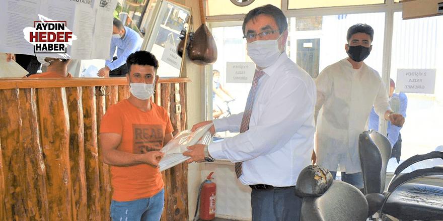 Karacasu Belediyesinden esnafa pandemi önlüğü