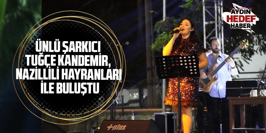 Ünlü şarkıcı Tuğçe Kandemir, Nazillili hayranları ile buluştu