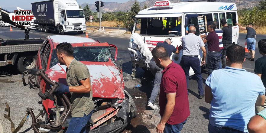 Minibüsle otomobilin çarpıştı: 2 yaralı