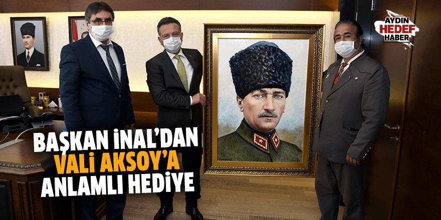Başkan İnal'dan Vali Aksoy'a anlamlı hediye