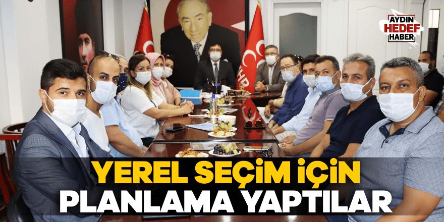 AK Parti'den MHP'ye iadeyi ziyaret