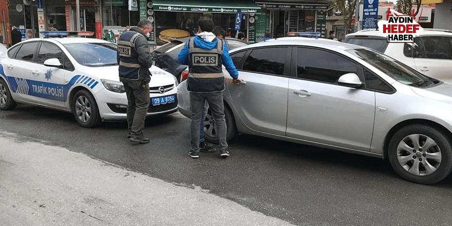 Otomobilin altına saklansa da yakalandı