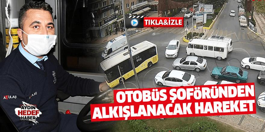 Otobüs şoförü, ambulansa yol vermek için yolu kapattı