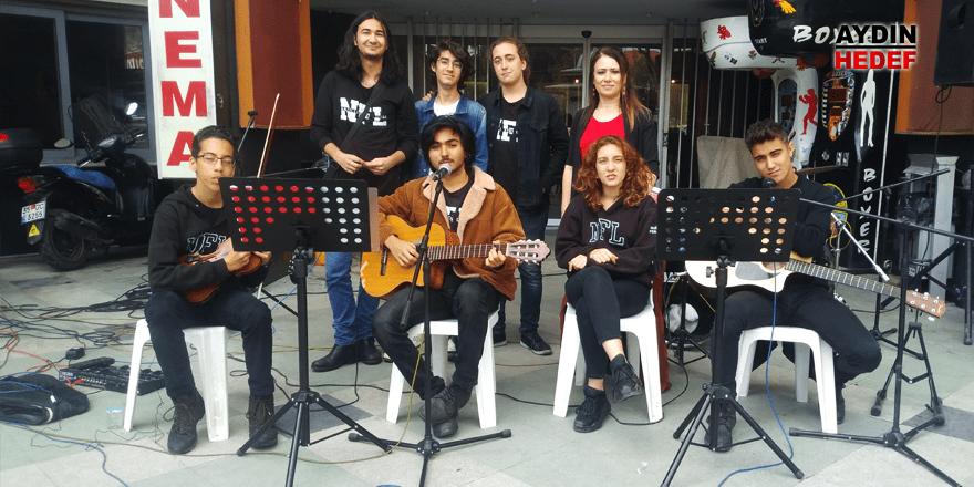 Nazilli'nin yeni yıldızları Fizy'de destek bekliyor