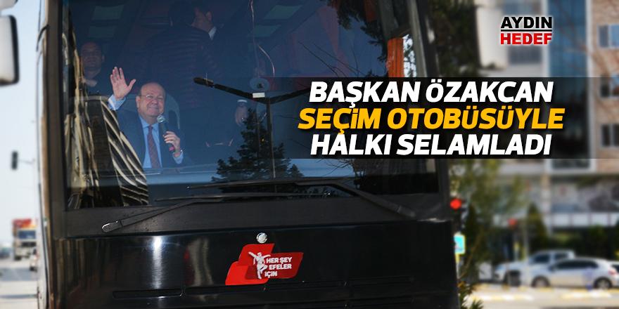 Başkan Özakcan seçim otobüsüyle halkı selamladı