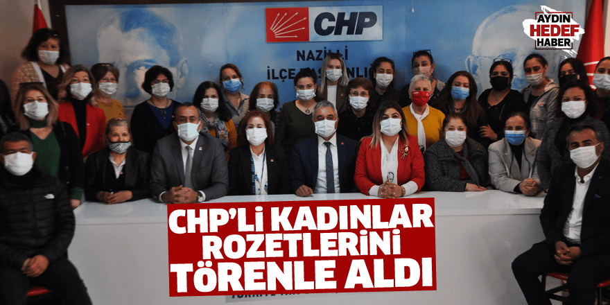 CHP'li kadınlar rozetlerini törenle aldı