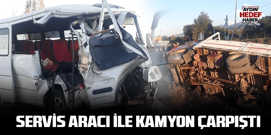 Servis aracı ile  kamyon çarpıştı: Yaralılar var