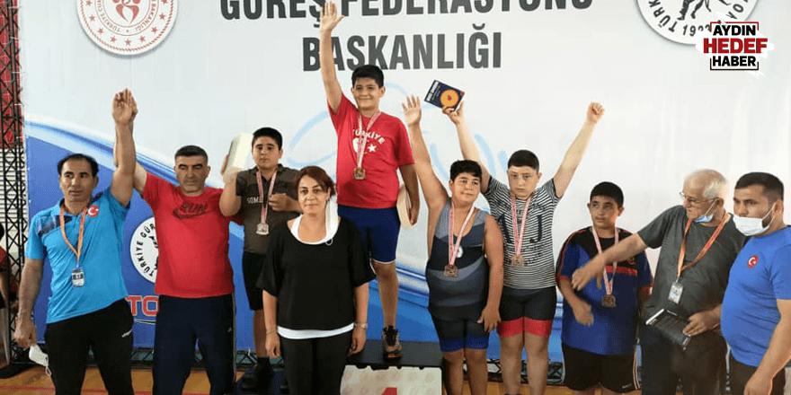 Kuyucaklı güreşçi Türkiye üçüncüsü
