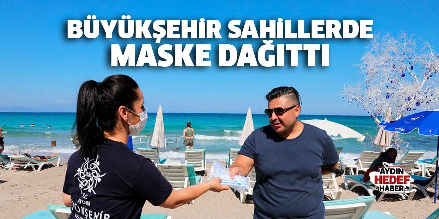 Büyükşehir Belediyesi sahillerde maske dağıttı
