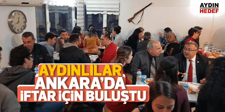 Ankara'daki Aydınlılar iftarı birlikte açtılar