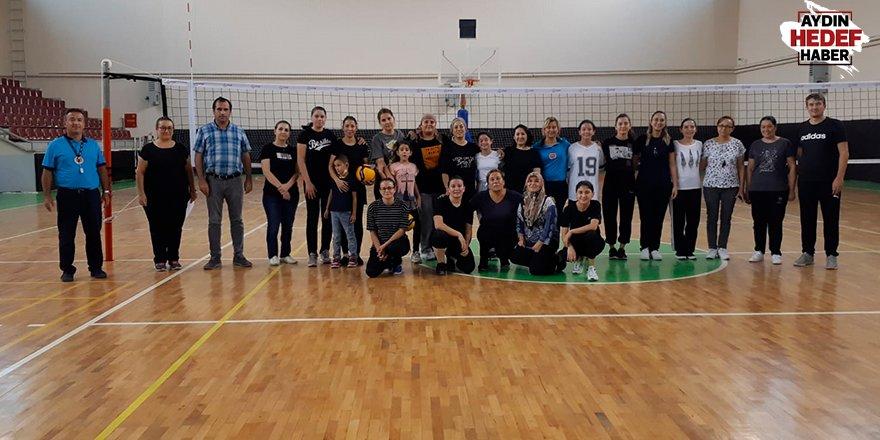 Kuyucak'ta voleybol turnuvası düzenlendi