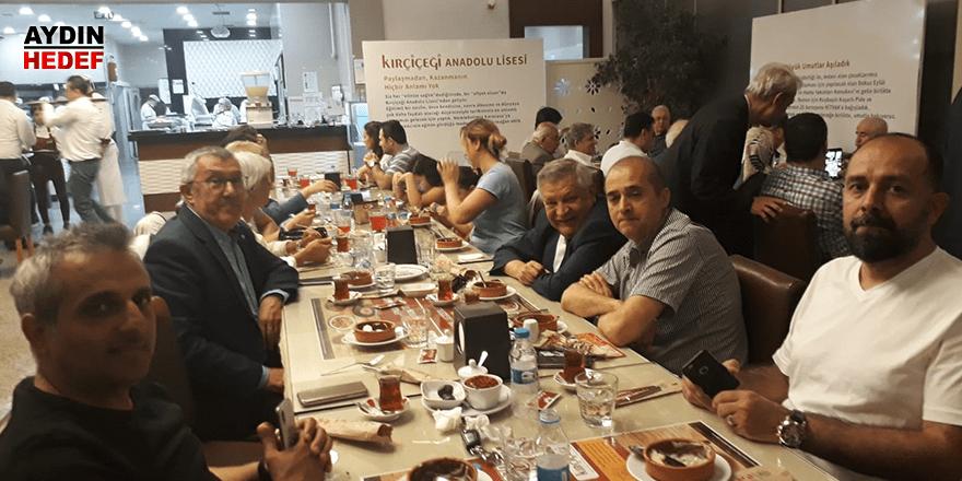 İzmir'deki Karacasulu iş adamları iftarda bir araya geldi