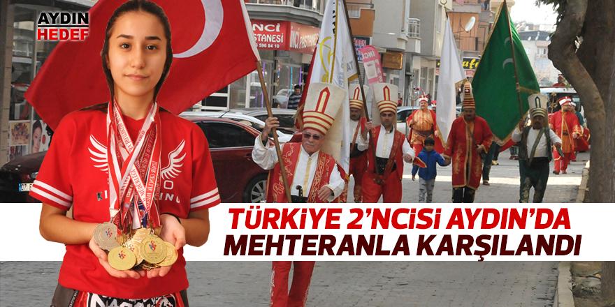 Türkiye 2'ncisi oldu ilçede mehteranla karşılandı