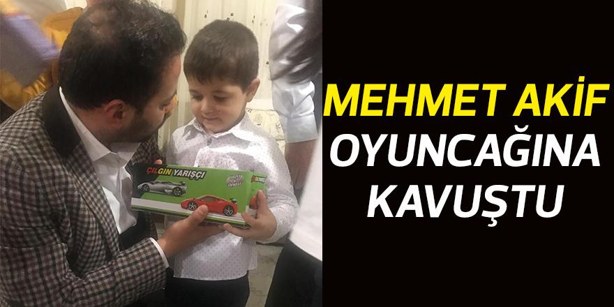 Mehmet Akif oyuncağına kavuştu