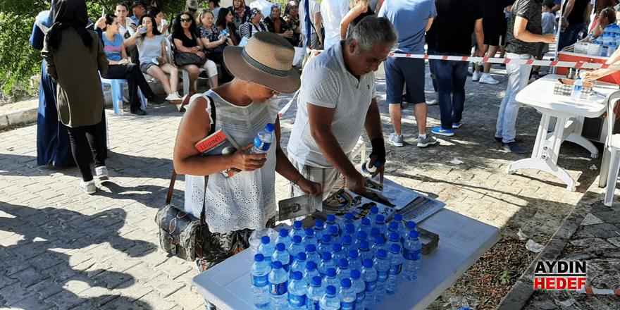 Büyükşehirden öğrenciler su ve meyve suyu ikramı