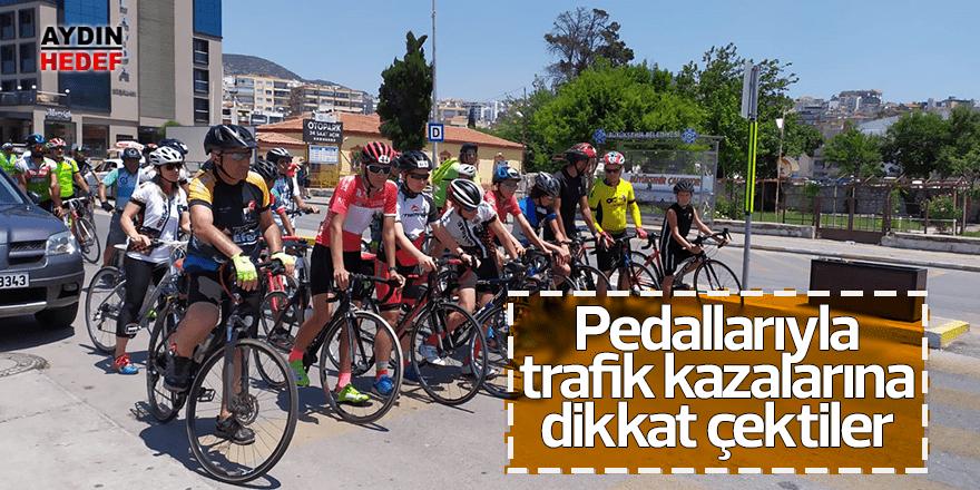 Pedallarıyla trafik kazalarına dikkat çektiler