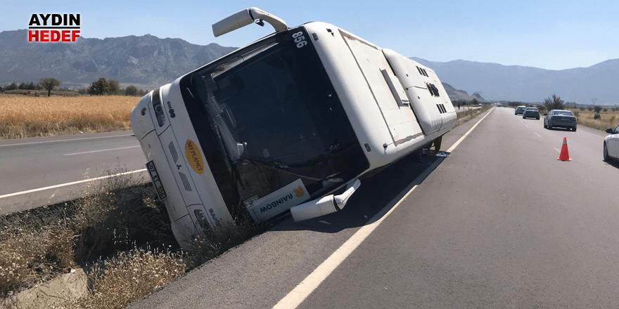 Denizli'de turistleri taşıyan otobüs devrildi: 4 yaralı
