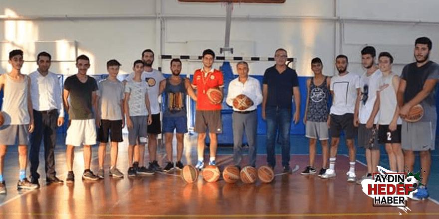 Başkan Kaplan basketbol antrenmanına katıldı