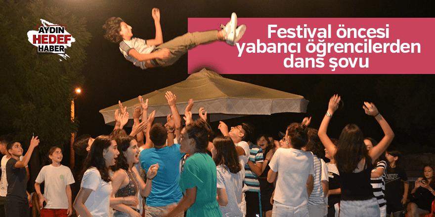 Festival öncesi yabancı öğrencilerden dans şovu