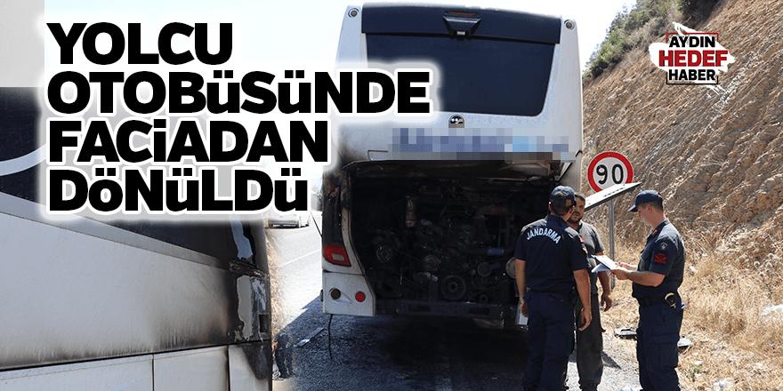 Denizli'de seyir halindeki yolcu otobüsünün motoru yandı