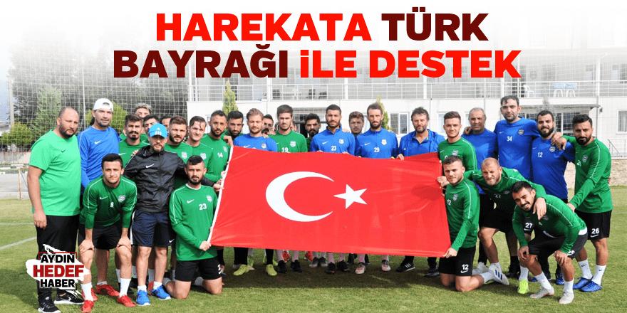 Harekata Türk Bayrağı ile destek