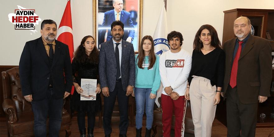 Devlet Konservatuarı öğrencilerinden Rektör Aldemir'e ziyaret