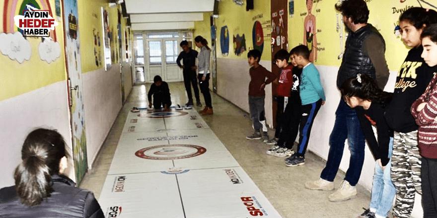 Öğrenciler floor curling öğrendi