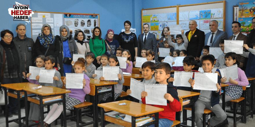 Nazilli'de öğrencilerin karne heyecanı
