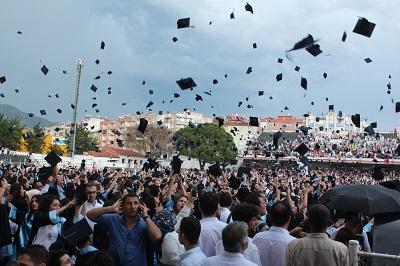 adude-mezuniyet-coskusu-110636-b3bc29c8a8f6fc4e157637ef53a17dfd.jpg