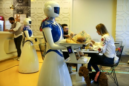 artik-robotlar-garsonluk-yapiyor-135076-93483dc5dc0c660b0e1ad289fad4bbdb.jpg
