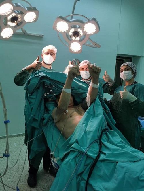 aydinda-ilk-kez-uyanik-beyin-ameliyati-yapildi-222543-d03e77f205cc2f7fc7b969f22f923016.jpg
