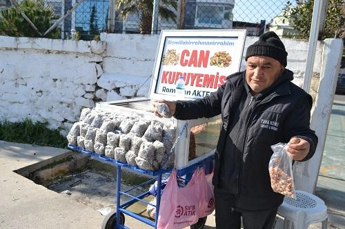 aydinin-en-eski-seyyar-kuruyemiscisi-can-kuruyemis-145892-33393f5c101735e72c452be86e85b96c.jpg