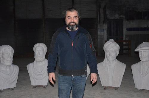 aydinli-heykel-tiras-eserleri-ile-sehre-deger-katiyor-204427-36eed61b3738d4cf1b13580ddb715e5d.jpg